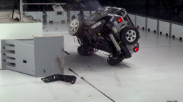 Jeep Wrangler Performs Poorly at IIHS Crash Test - VIDEO