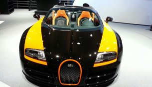 Video - Watch the Bugatti Veyron Grand Sport Vitesse create the world record