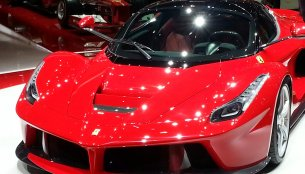 Breaking - La Ferrari steals the show at Geneva
