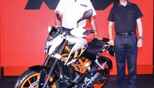 Breaking - KTM Duke 390 stroms in at Rs. 1.8 lakhs!