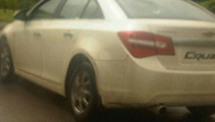Chevrolet Cruze spotted in Pune featuring a different stoplight