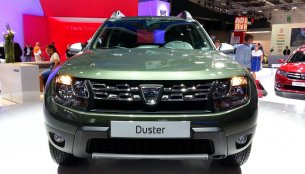 Frankfurt Live - Dacia stylists dust out a new front for the Duster