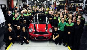 Goodbye - Last R56 MINI rolls off the production line