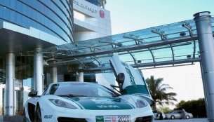 Dubai - Local police department adds a McLaren MP4-12C for patrolling duties [Video]