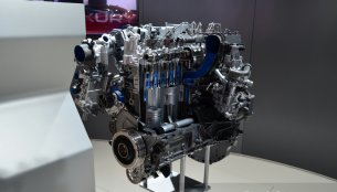 IAB Report - Jaguar Land Rover's Ingenium engine family showcased in Paris