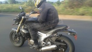 Spied - Black Mahindra Mojo 300 testing without camouflage