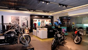 Piaggio 'Motoplex' hosting Vespa, Aprilia & Moto Guzzi models inaugurated in Pune - IAB Report