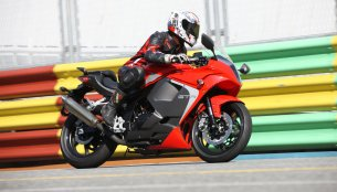 Hyosung GT300R and new Hyosung GT650R to launch in mid-2016 - Report