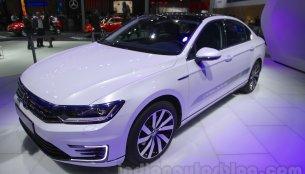 VW Passat GTE - Auto Expo 2016