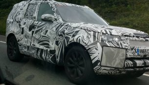 2017 Land Rover Discovery spied with production body