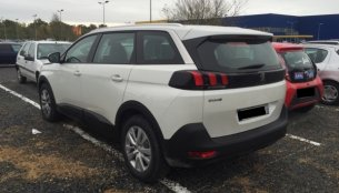 2017 Peugeot 5008 spotted in the wild for the first time
