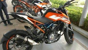 Uncamouflaged 2017 KTM Duke 250 spied in India