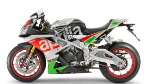 2017 Aprilia RSV4 & 2017 Aprilia Tuono V4 showcased at IMS Chicago