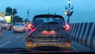 Renault Captur spy pictures reveal LED tail lamp glow pattern