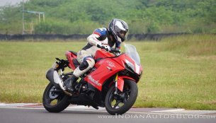 TVS Apache RR 310 vs KTM RC 390 - Spec Comparo