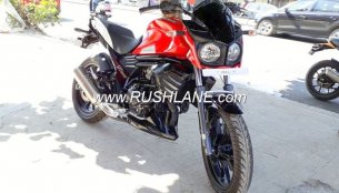 Low cost variant of Mahindra Mojo spotted at a dealership