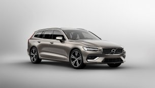 2018 Volvo V60 officially revealed
