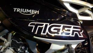 2018 Triumph Tiger 800 XCx vs Honda Africa Twin - Spec comparison