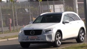 2019 Mercedes GLC (facelift) makes spy photo debut [Video]
