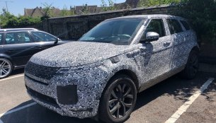 IAB viewer captures the 2019 Range Rover Evoque at a parking lot
