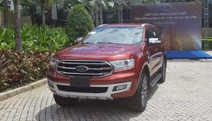 LHD 2019 Ford Everest (2019 Ford Endeavour) ready, reaches Vietnam