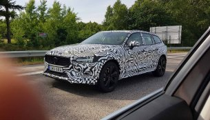 2019 Volvo V60 Cross Country spied testing ahead of LA Auto Show debut