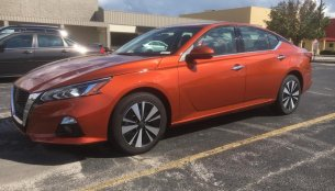 2019 Nissan Altima SR spotted in parking lot ahead of imminent launch