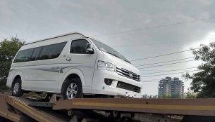 Foton View CS2 spotted on a flatbed in India