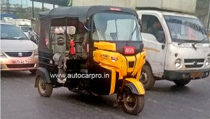 2019 Bajaj RE 3-wheeler (facelift) spied for the first time