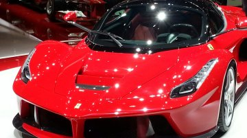 Breaking - La Ferrari steals the show at Geneva