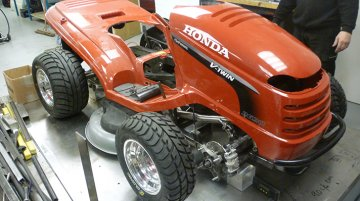 New Honda lawnmower does 208kph, 0-100kph in 4s with a Bugatti Veyron rivaling 520bhp/tonne!