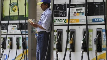 Weak Rupee & Petrol price hike: Double whammy for automakers and customers