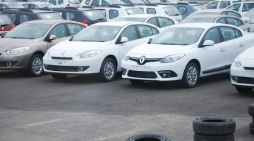 Spied - 2013 Renault Fluence facelift has arrived in India! Gets clicked alongside its predecessor