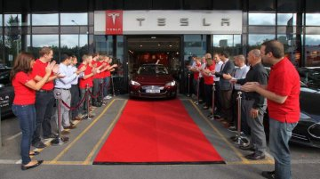 Tesla Motors delivers first Model S in Europe; Reports profit for second quarter