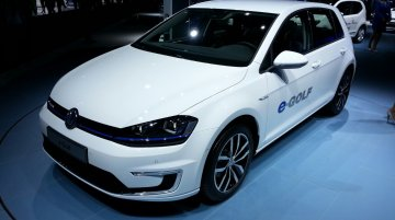 Frankfurt Live - 2014 VW e-Golf tees off