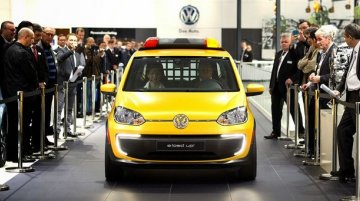 IAB Report - VW e-load Up! becomes an airport pilot vehicle in Germany