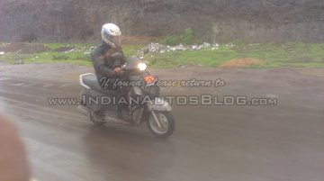 Spied - IAB reader snaps the Mahindra G101 scooter on test