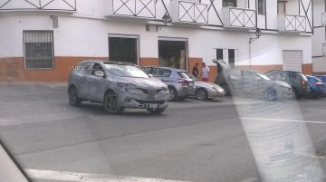 Renault Qashqai-based compact SUV - Spy