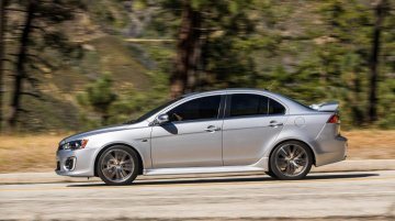 2016 Mitsubishi Lancer (facelift) on the road - Video