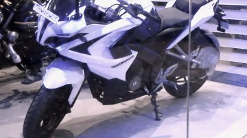 Bajaj Pulsar RS200 spied in a new white colour - Video