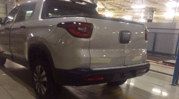 Fiat Toro caught undisguised at plant in Pernambuco - Spied