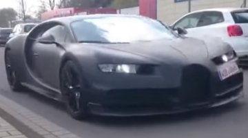 Bugatti Chiron spied with Veyron, Porsche 918 Spyder and BMW i8 - Video