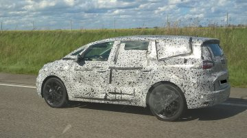 Next-gen Renault Grand Scenic spied in Europe