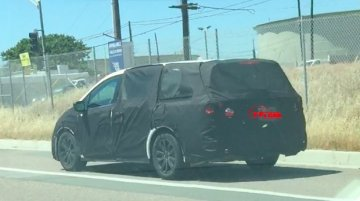 2017 Honda Odyssey spied testing in USA