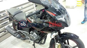 More images of the 2017 Bajaj Pulsar 220F surface