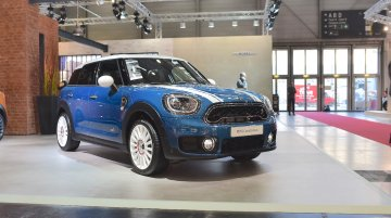 2017 MINI Countryman makes European debut in Vienna - In 8 Live images