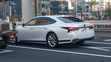 2017 Lexus LS spotted in the wild with no camouflage