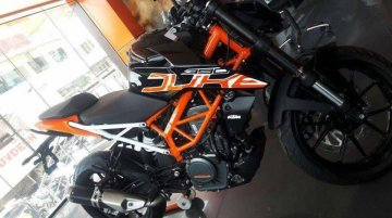 2017 KTM 390 Duke black colour variant spotted at a dealership