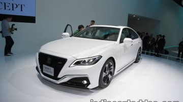 Toyota Crown Concept at the 2017 Tokyo Motor Show - Live