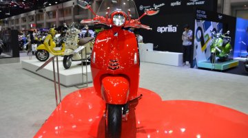 Vespa 946 RED & Vespa Primavera Touring Edition at 2017 Thai Motor Show - Live